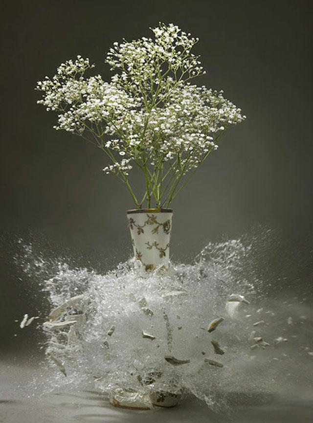 На свадьбу подарок валялся разбитый хрустальная ваза