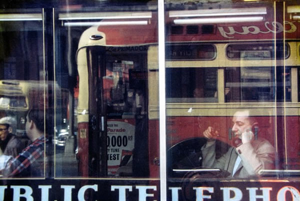 saul-leiter-everythingwithatwist-11-phone-call-1957