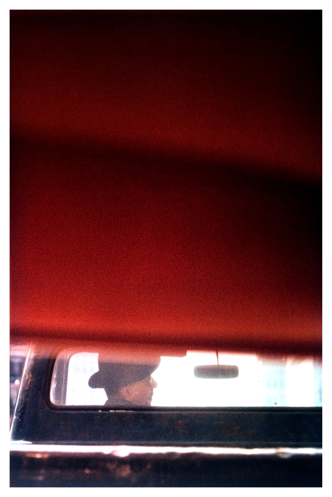 saul-leiter-everythingwithatwist-14-Driver-1950
