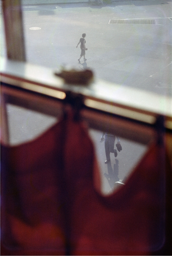 saul-leiter-everythingwithatwist-16-Red-Curtain-1958