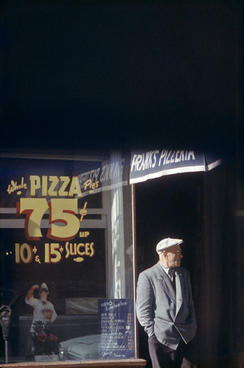saul-leiter-everythingwithatwist-17-Peterson-1952