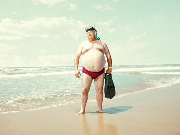 man-beach-everythingwithatwist-05