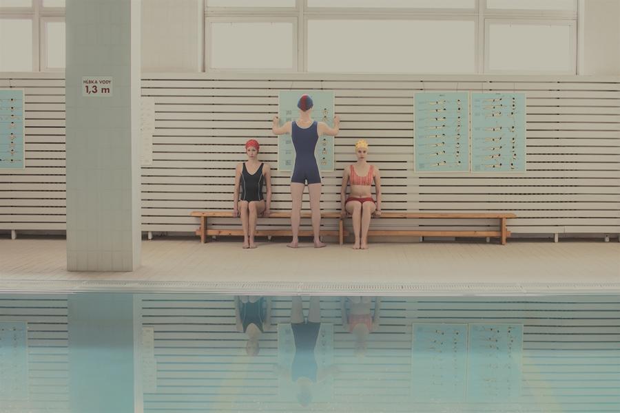 maria-svarbova-swimming-pool-everythingwithatwist-02