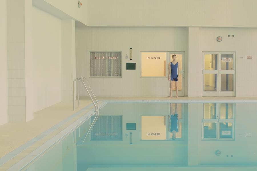 maria-svarbova-swimming-pool-everythingwithatwist-04