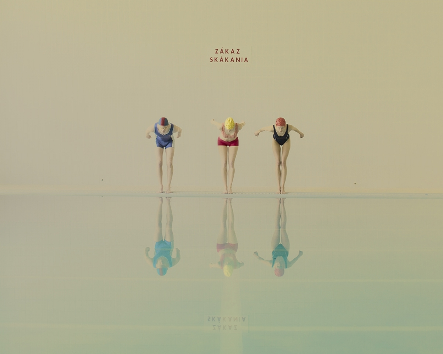 maria-svarbova-swimming-pool-everythingwithatwist-07