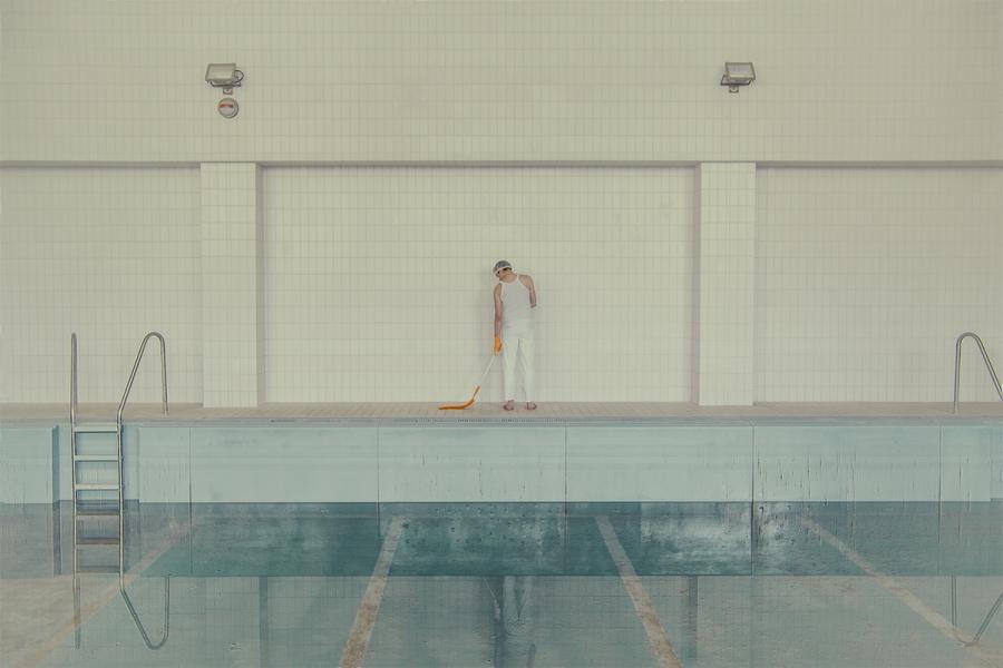 maria-svarbova-swimming-pool-everythingwithatwist-08