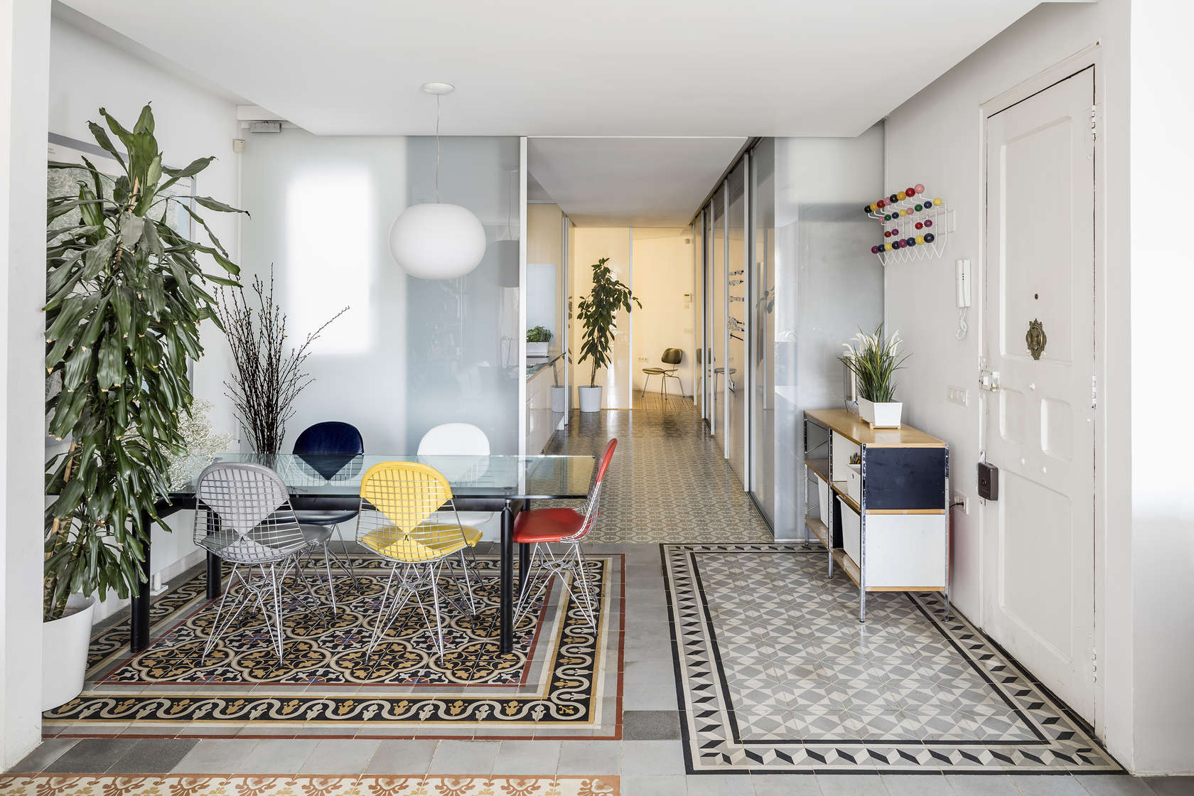 1925 apartment renovation in eixample barcelona for 1925 kitchen designs